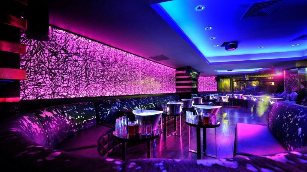 Làm sao có thể thi công tiêu âm, cách âm khi quán bar, club... đã lên hết nội thất?
